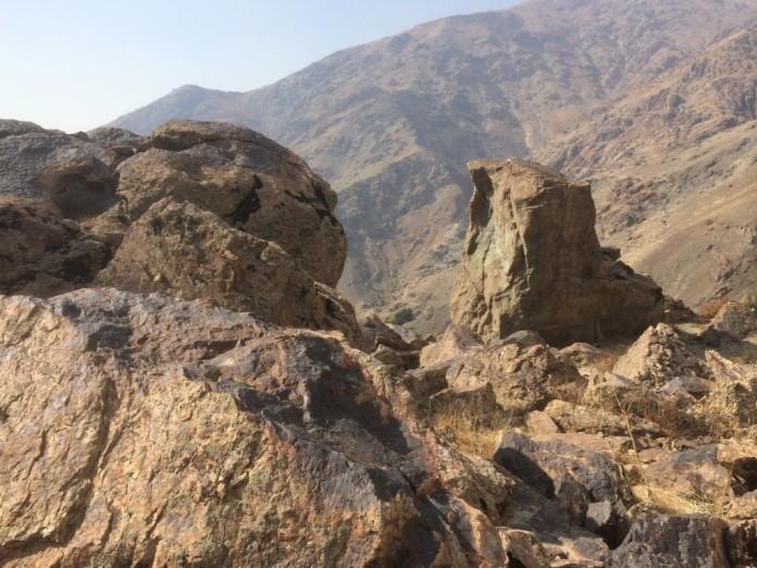 Skaly v horách Iránu