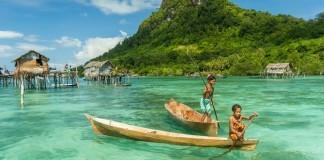 Malajzia - more, člny,deti, ostrov