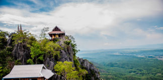 Thajsko, domy na skale
