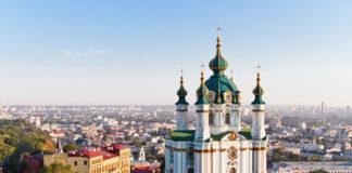 Kyjev, kostol a mesto z výšky