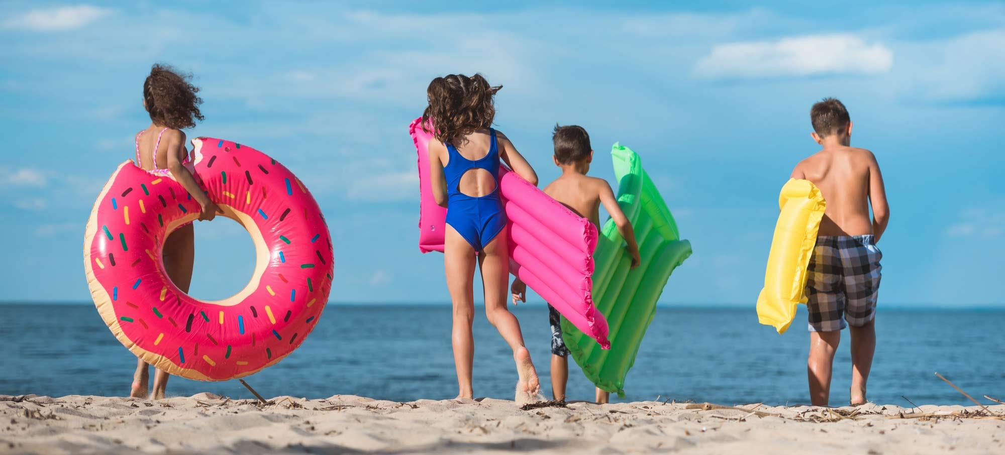 Deti an dovolenke pri mori