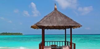 plážová chatka na maledivách