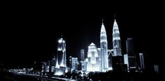 kuala lumpur v malajzii v noci mrakodrapy