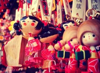 japonské drevené bábiky v tokyu