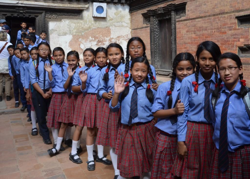 Skupinka školákov v Nepále.