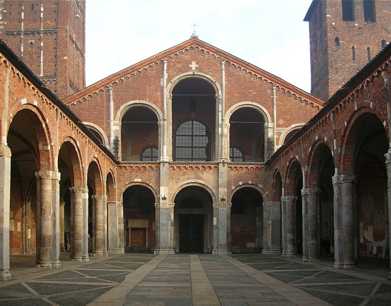 Sant´Amgroggio - Miláno  (zdroj: Wikipedia)