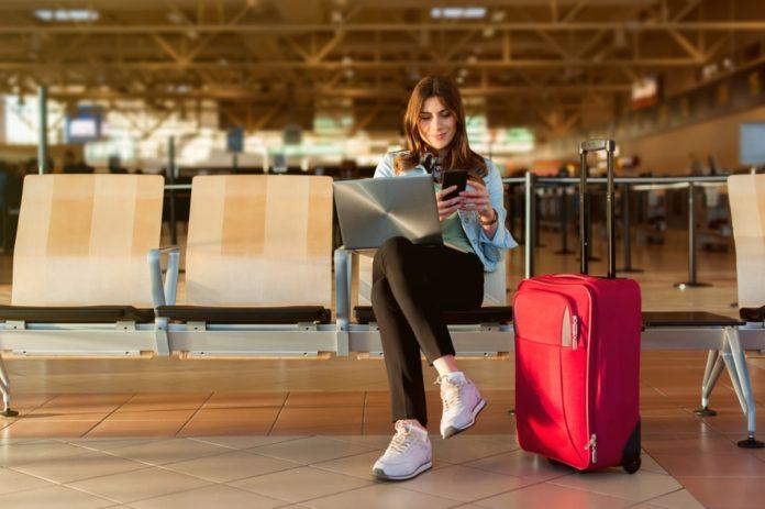 žena na letisku