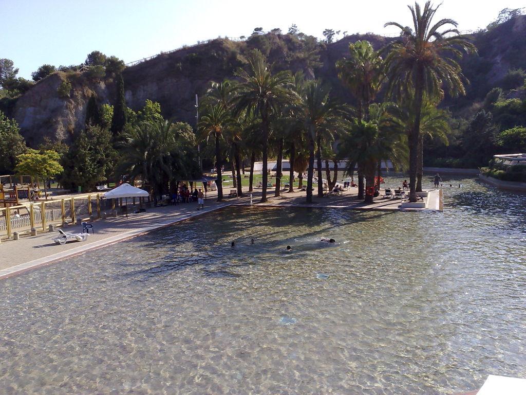 Bazén s výhľadom na Barcelonu