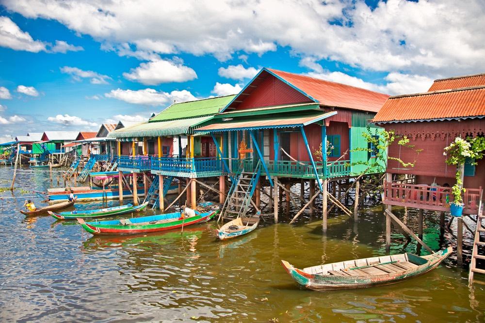 Plávajúce dedina Komprongpok na jazere Tonle sap, Kambodža