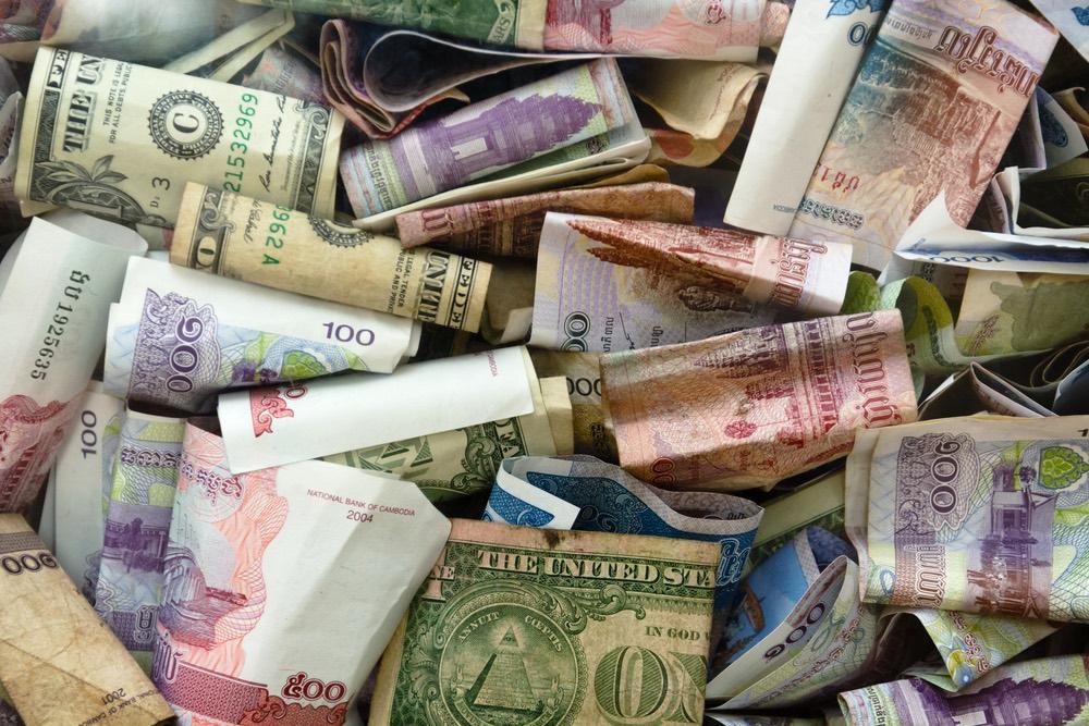 doláre a kambodžský riel