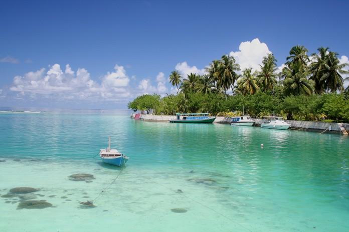Maledivy a krásna priezračná voda