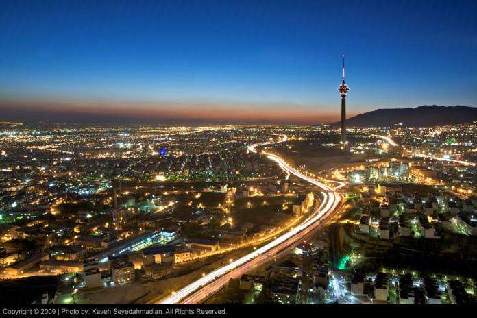 Mesto Teherán v noci je nádherné