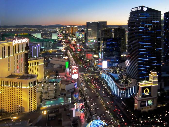 Las Vegas je krásne mesto a to hlavne keď je v noci vysvietené