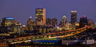 Mesto Boston v noci