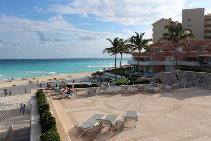 Pláž a hotel v Mexiku