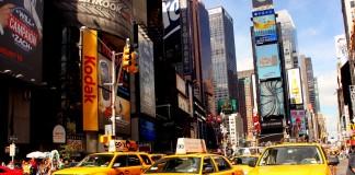 Žlté taxíky typické pre New York