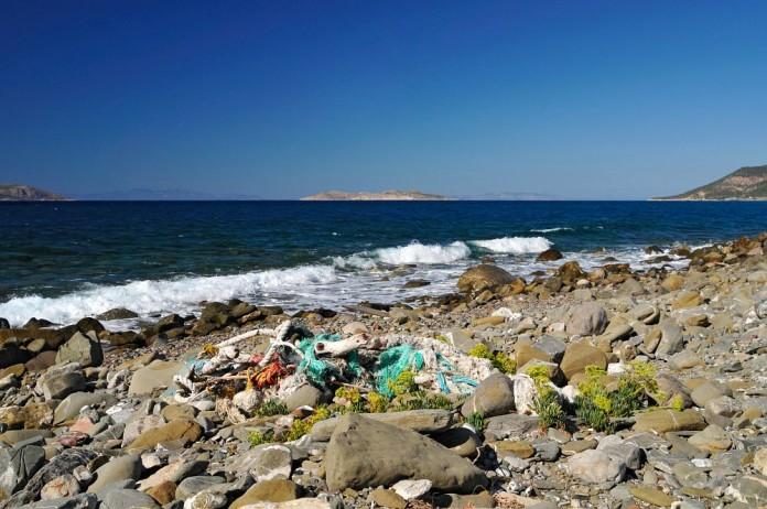 kamenitá pláž Rodos