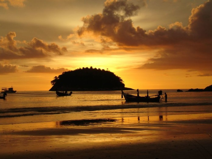 Phuket - západ slnka, loďky, more