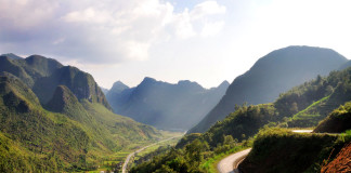 Vietnam - kľukatá cesta a krásne hory