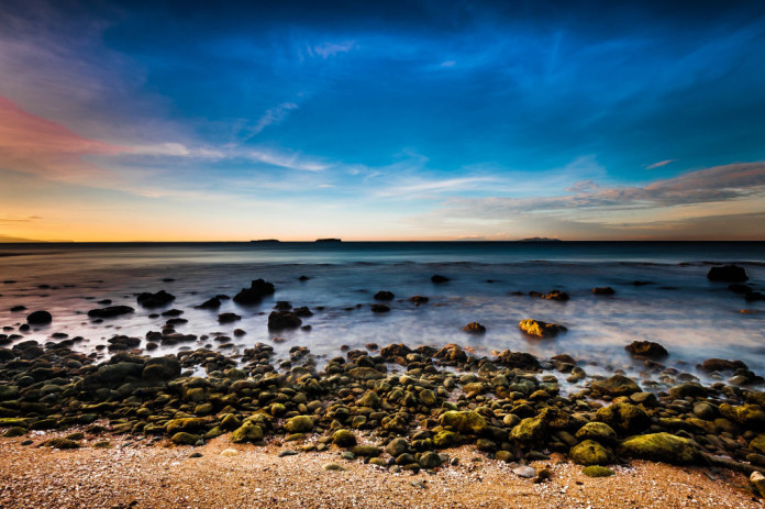 Filipíny - pláž, kamienky, more