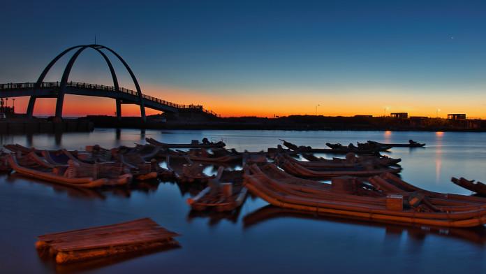 Taiwan - rieka, plťky, západ slnka