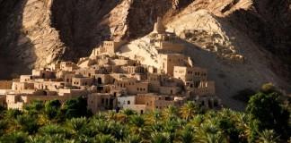 Omán, mestečko v skalách