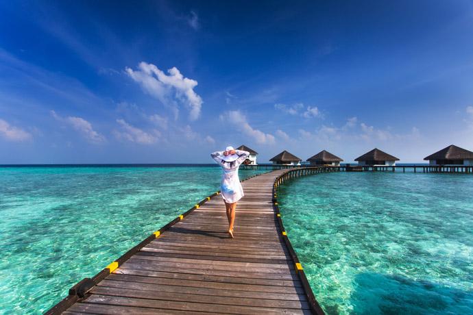Maldivy , žena na móle