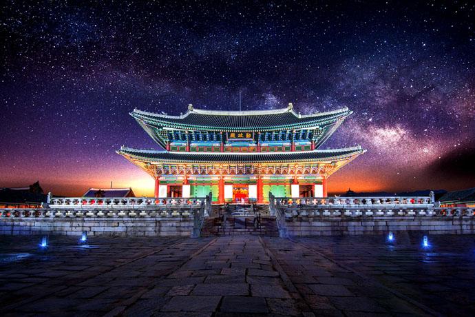 Soul, chrám, nočná obloha
