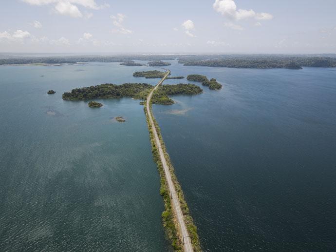 Panama cesta na jazere