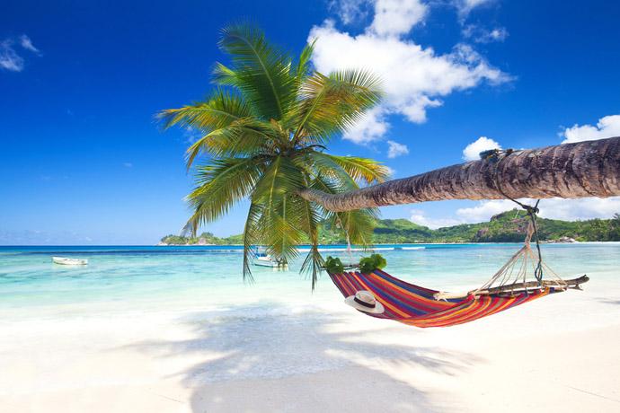 Lehátko na pláži na seychelách