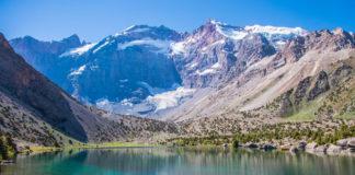 Tadzikistan - hory a jazero