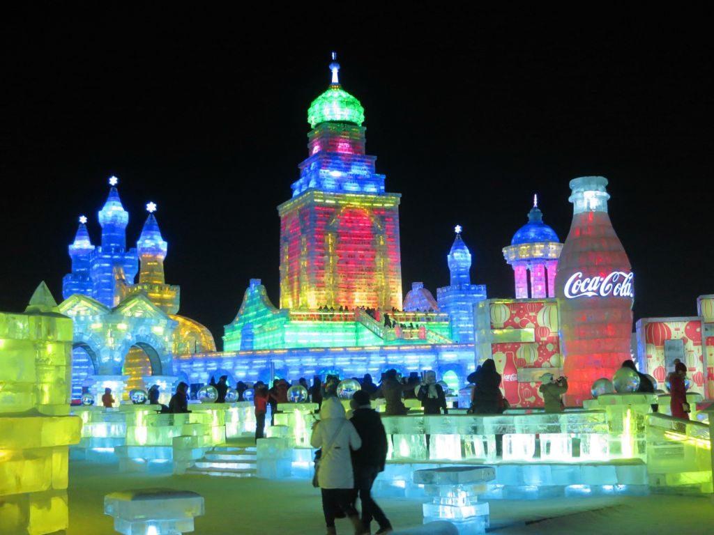 osvetlené ľadové sochy