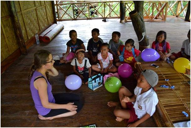Výučba anglického jazyka v dedine Batu Katak