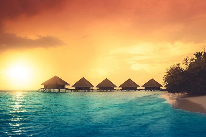 Maldivy počas západu Slnka
