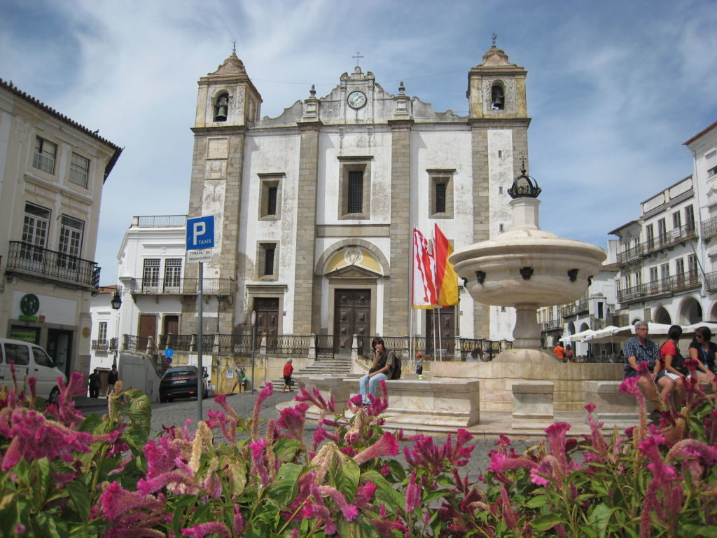 Námestie Praça Do Giraldo v meste Évora