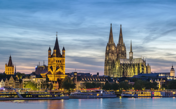 večerný Kolín nad Rýnom