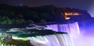 večerné Niagarské vodopády