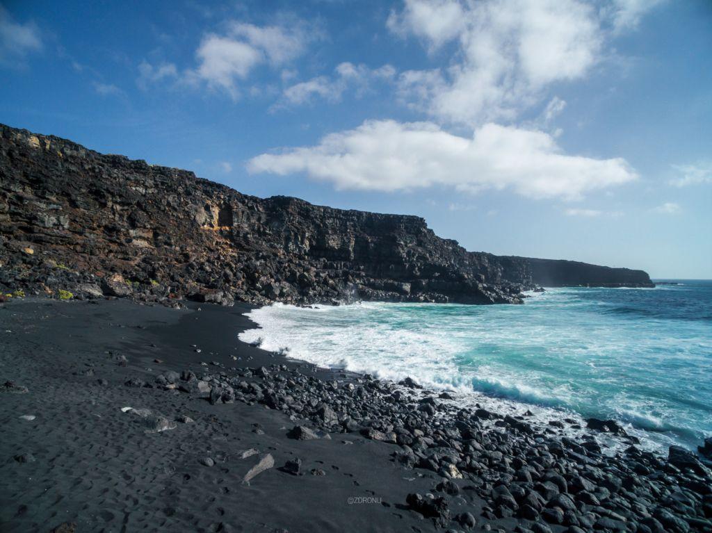 čierny piesok na Timanfaya na Lanzarote