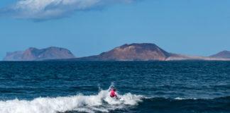 Caleta de Famara surfisti