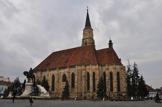 kostol svatého Michala na hlavnom námestí v meste kluž (foto od Tomáš Kubuš)