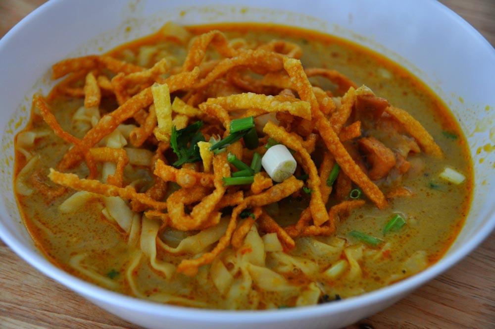 khao soi jedlo v thajsku