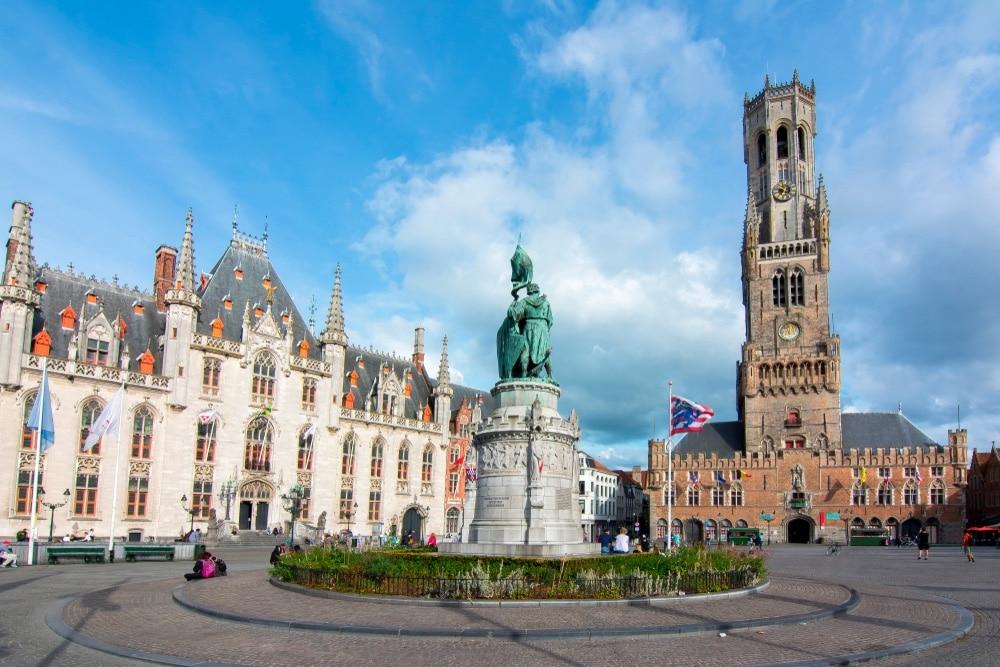 námestie grote markt bruggy belgicko
