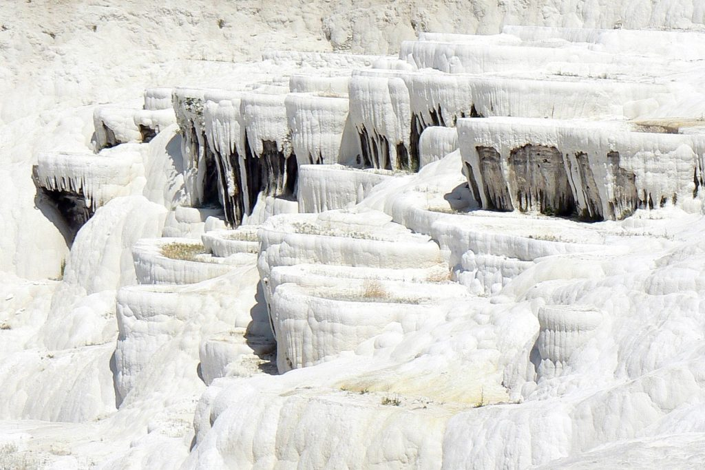 travertínové stalaktity