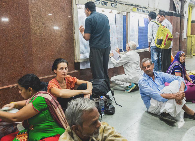 Čaká sa na zmeškaný vlak v Indii