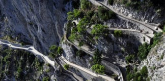 cesta na skale