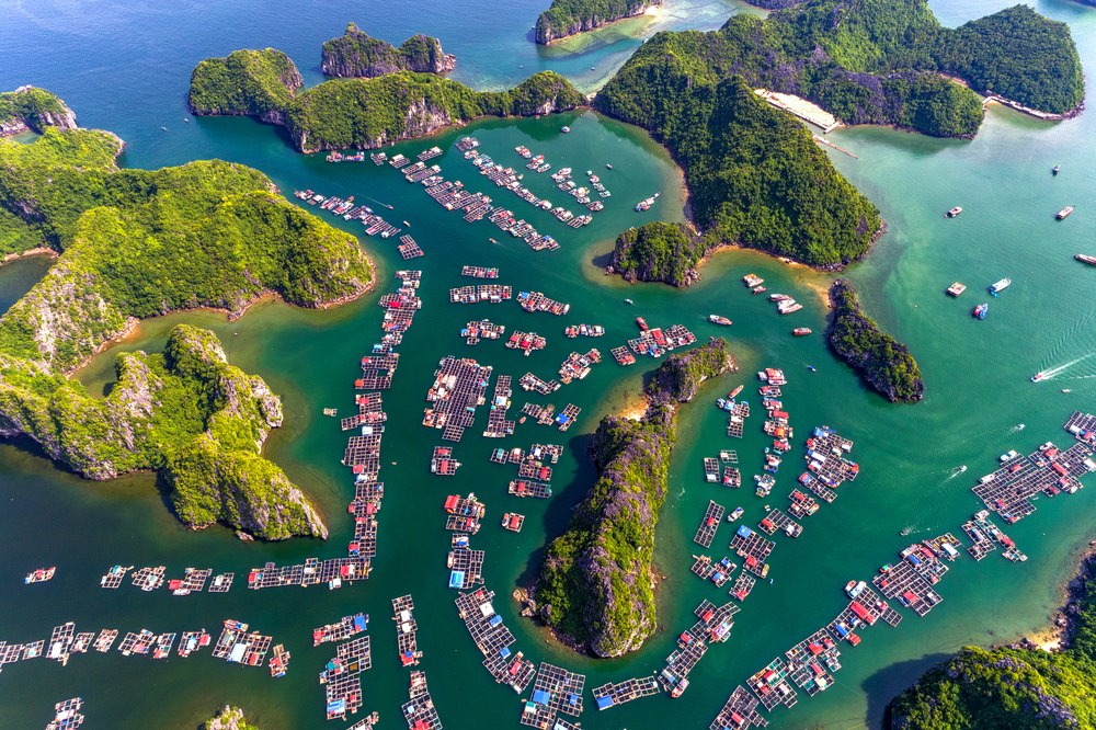 Plávajúce dedinky v zátoke Lan Ha Bay, vietnam