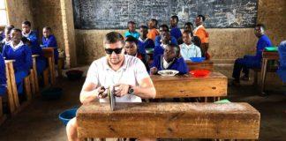 Rwanda sprievodva c miestnej škole