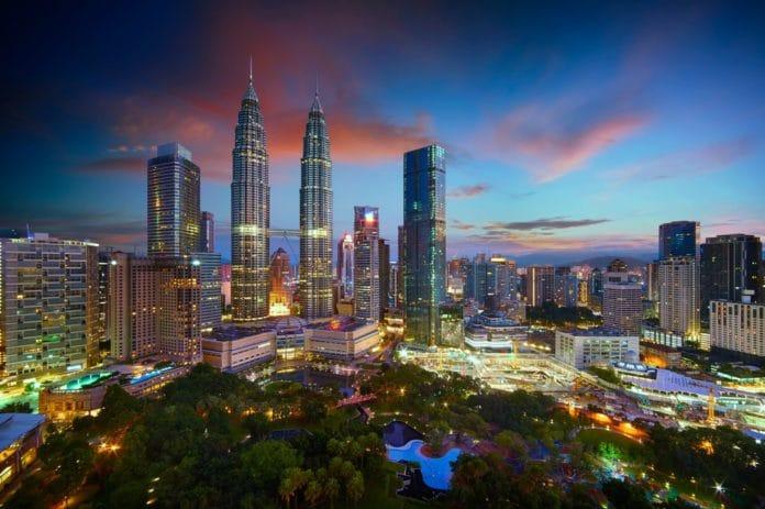 nočné mesto Kuala Lumpur