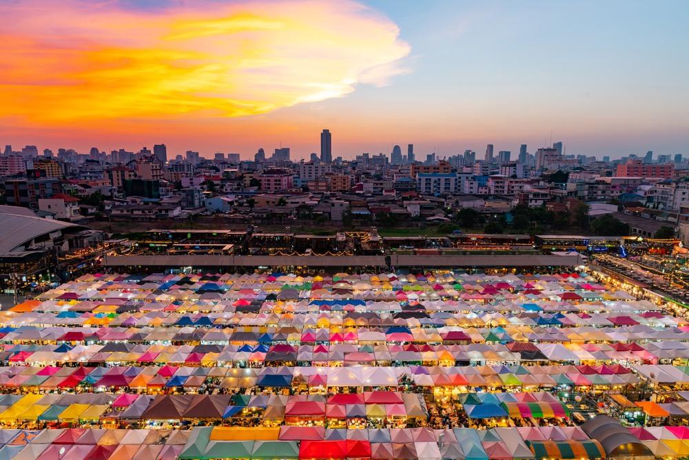 nočný trh v Bangkoku