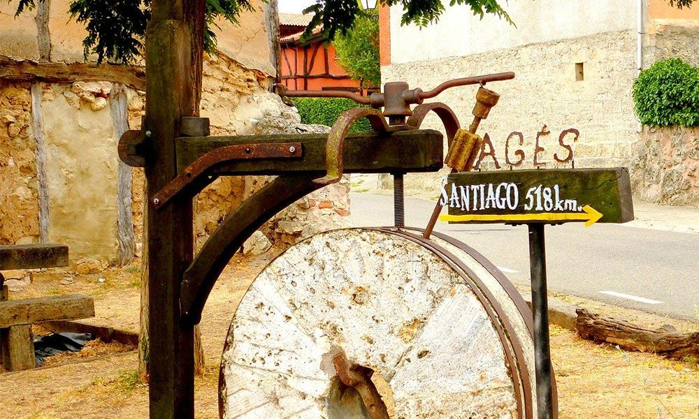 Smerová tabuľa v mestečku Agés, neďaleko od Burgos